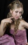 blond flickaståendestudio Arkivfoton