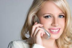blond flickatelefon Fotografering för Bildbyråer