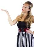 Blond in gestreifter Kleiderwerbung Lizenzfreies Stockfoto