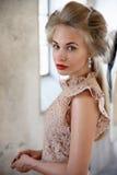 Blond härlig modell arkivbild