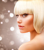 blond hårmodellkortslutning Fotografering för Bildbyråer