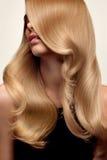 Blond haar Portret van mooi Blonde met Lang Golvend Haar Hallo Royalty-vrije Stock Foto's