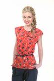 Blond haired affärskvinna i blom- blus för sommar och svarttourser Royaltyfria Foton