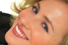 blond haired lycklig kvinna royaltyfria foton