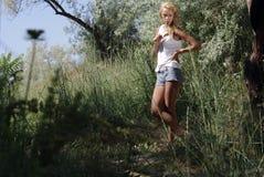 Blond in het bos [01] Stock Afbeeldingen