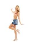Blond heureux dans la jupe #2 de denim photos stock