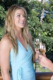 Blond im blauen Kleid Stockbild