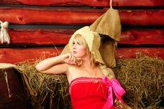 Blond im Hayloft Lizenzfreies Stockfoto