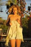 Blond im Nachmittags-Tageslicht Lizenzfreie Stockfotografie