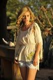 Blond im Nachmittags-Tageslicht Stockfotografie