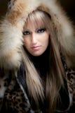 Blond im Pelz Lizenzfreies Stockfoto