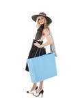 Blond im Retro- Hut mit blauer Einkaufstasche   Stockbild