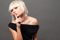 Blond im Schwarzen Lizenzfreie Stockfotografie