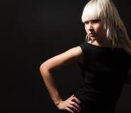 Blond im Schwarzen Lizenzfreie Stockfotos