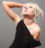 Blond im Schwarzen Lizenzfreie Stockbilder