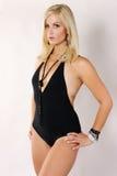 Blond im schwarzen Schwimmen-Anzug Lizenzfreie Stockfotos