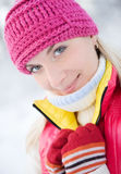 Blond im Winterwald Lizenzfreies Stockfoto
