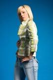 blond innegrejflicka för tillfälliga kläder royaltyfri foto