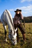 blond kapeluszowa końska urocza trwanie kobieta Obrazy Stock