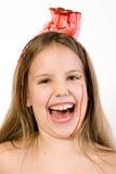 Blond kind met woestijn bij haar het hoofd lachen Stock Foto's