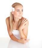 Blond kobieta przy zdrojem Obrazy Stock