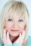 Blond kobieta z sapphirine oczami fotografia royalty free