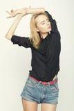 Blond kobiety wzorcowy pozować w studiu Obraz Royalty Free