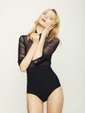 Blond kobiety wzorcowy pozować w studiu Fotografia Royalty Free