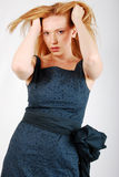 blond kvinna för stående för klänningmodeglamour royaltyfria foton
