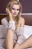 Blond kvinna för ung sensuality arkivfoto