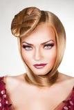 Blond kvinna med härliga blåa ögon Royaltyfri Fotografi