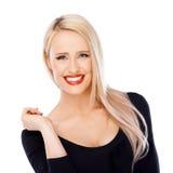Blond kvinna med rött le för läppstift Royaltyfri Fotografi