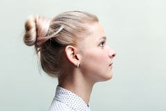 Blond kvinnaprofilframsida Royaltyfri Fotografi