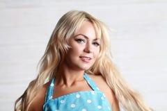 Blond kvinnatappning Arkivfoton