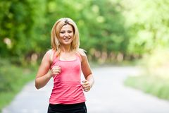 blond ladyrunning arkivfoton