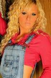 Blond landmeisje Royalty-vrije Stock Afbeeldingen