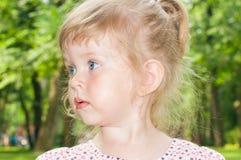 blond liten flickastående Royaltyfri Foto