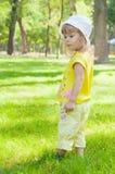 blond liten flickastående Royaltyfria Bilder