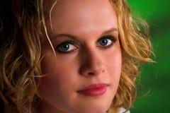 blond lockig hårkvinna Royaltyfria Bilder