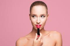 Blond magnifique dans le maquillage photographie stock