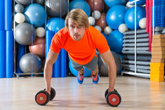 Blond man gym push-up pushup dumbbells Stock Photography