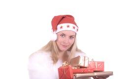 Blond meisje in de hoed van de Kerstman met gift Stock Afbeelding