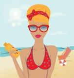 Blond Meisje in een Zwempak op het Strand Royalty-vrije Stock Foto