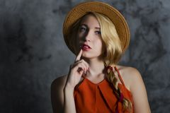 Blond meisje in hoed Royalty-vrije Stock Afbeelding