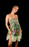 Blond meisje in kleurrijke kleding stock afbeelding