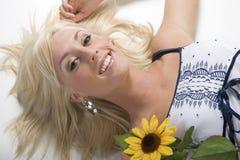 Blond meisje met bloem Royalty-vrije Stock Fotografie
