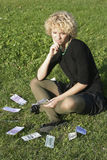 Blond meisje met geld Royalty-vrije Stock Afbeeldingen