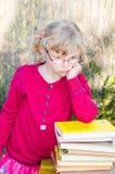 Blond meisje met glazen Royalty-vrije Stock Afbeeldingen