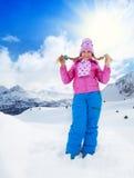 Blond meisje op de winterdag Royalty-vrije Stock Foto's