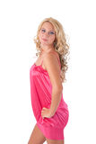Blond meisje in roze uniformjas Stock Foto's